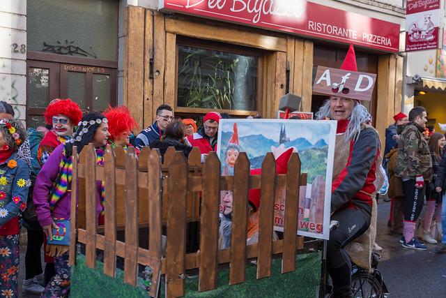 Fußgruppe Gartenzwerge am Rosenmontag beim Kölner Karneval mit politischer Satire der AfD