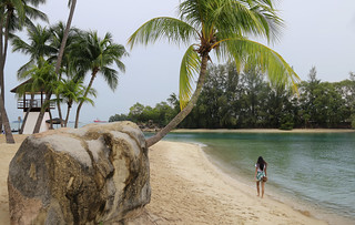Samantha strolling along the soft sand and warm water of Siloso beach | by B℮n