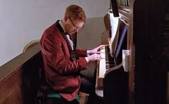 Playing organ 6