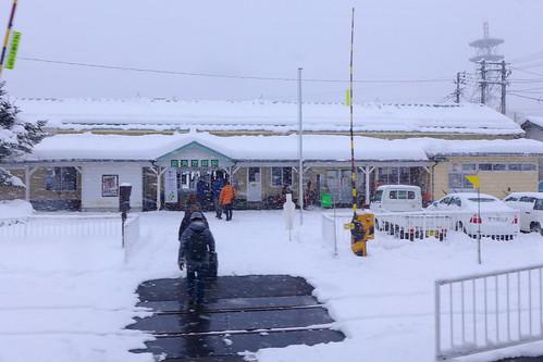 鹿角花輪駅。花輪線の中心駅で、乗降客も多い。長いこと駅そば店も営業していたが、2018年に閉店してしまった(;_;)
