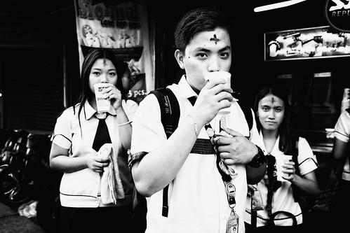 meljoesandiego fuji fujifilm x100f streetphotography eyecontact ashwednesday candid monochrome philippines