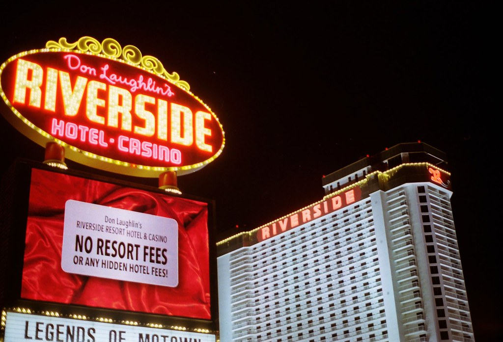 Riverside Hotel Casino Sign At Night My Family Stayed He Flickr