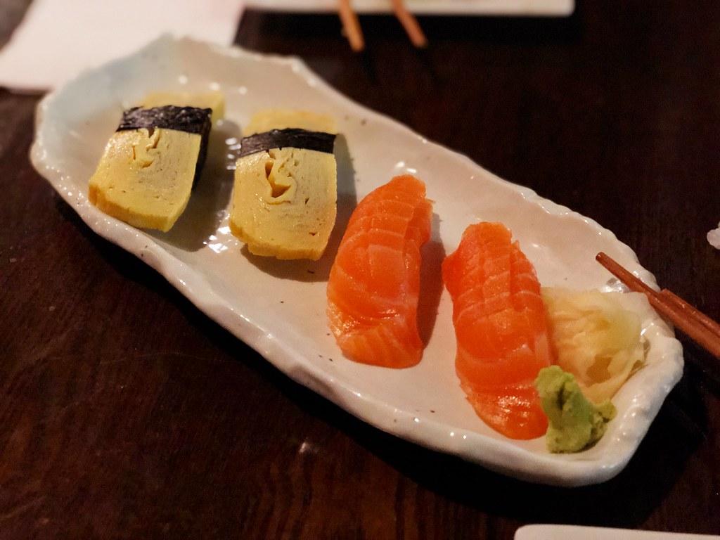 Nigiri (tomago & salmon)