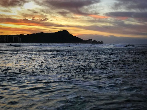 iphoneographer iphoneography iphoneology iphonology beautiful paradise surf waikikibeach beach waikiki honolulu hawaii oahu ocean diamondhead sunset sunrise dawn island pacific tourist