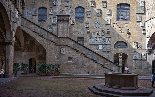Bargello museum courtyard with a well