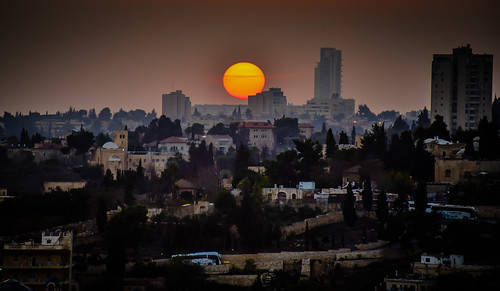 il middle east middleeast mount olives mountofolives sunset over jerusalem viewed from israel night dusk evening sun full israeli יְרוּשָׁלַיִם القُدس jérusalem 耶路撒冷 иерусалим purple violet orange