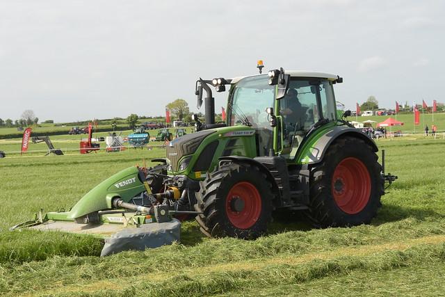 Grass & Muck 2018 Fendt 516 Vario Tractor with Fendt Splicer 3060 TLKC & FPKC Mower Conditioners