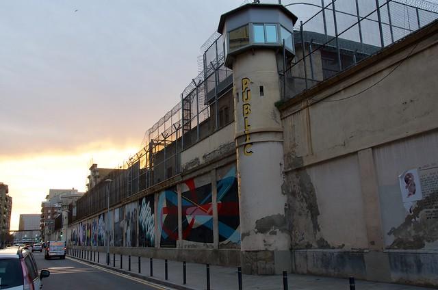 Murals al mur de l'Antiga Presó Model, Barcelona.