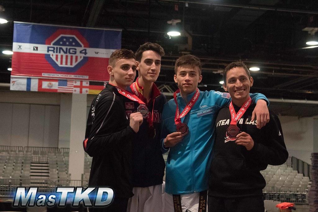 Jesús Tortosa (primer lugar), Jack Wolley (segundo), Isaak Whitworth (bronce) y Damián Villa (bronce) en el podio del US Open G2 2019. Foto: Esteban Mora/MasTKD.com