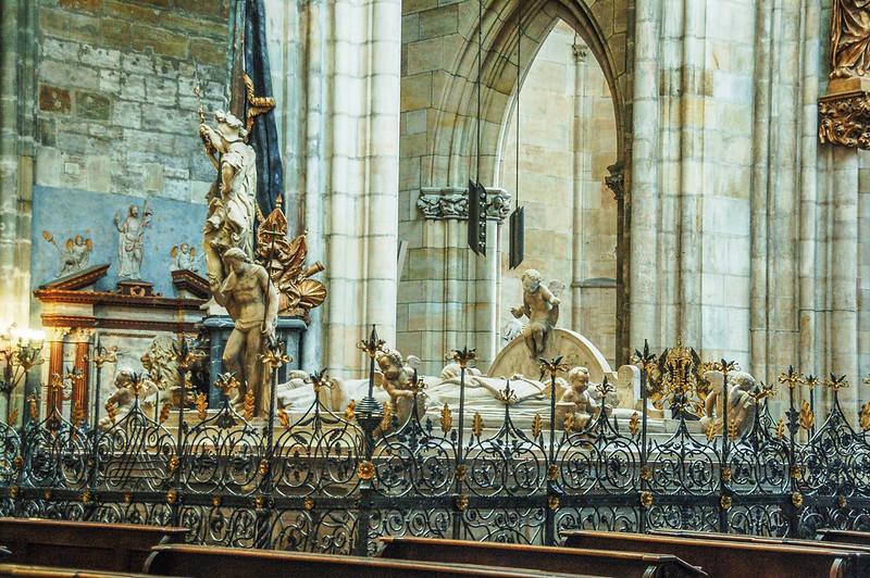 斐迪南一世及其愛妻與兒子馬克西米連二世墓陵