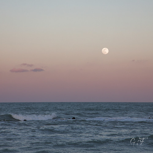 Moon and wave | by velenux