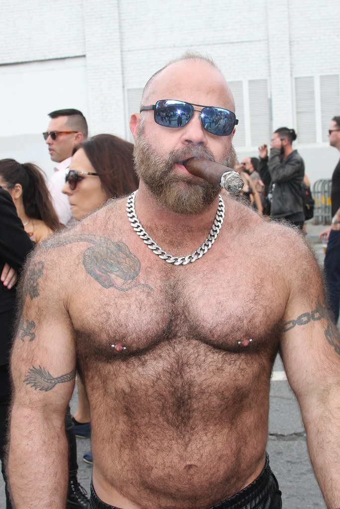 HOT DAMN  ! HELLA HOT & HAIRY MUSCLE MAN ! ~ FOLSOM STREET FAIR 2018 ! ( safe photo )