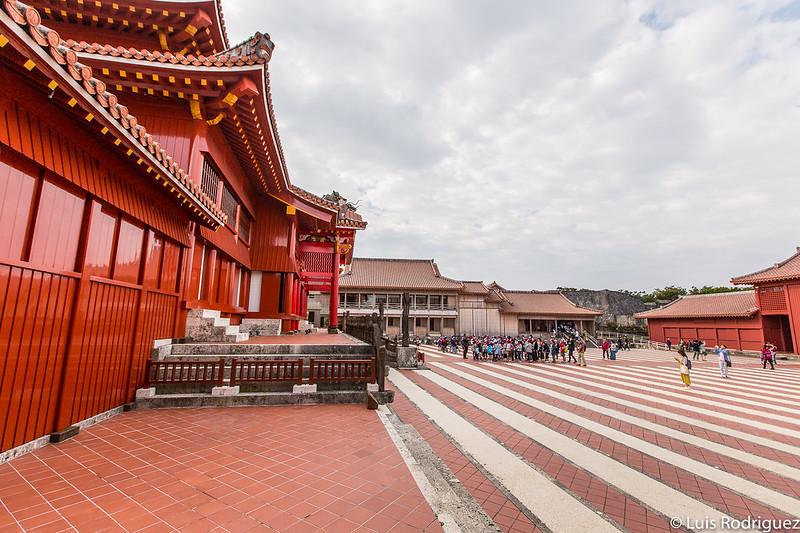 Plaza Una vista desde el lateral, a punto de entrar en el Hokuden