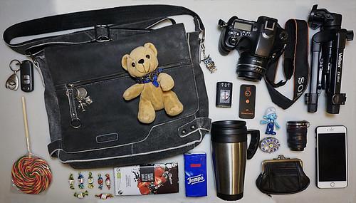 Ich packe meine Tasche für eine Fototour.