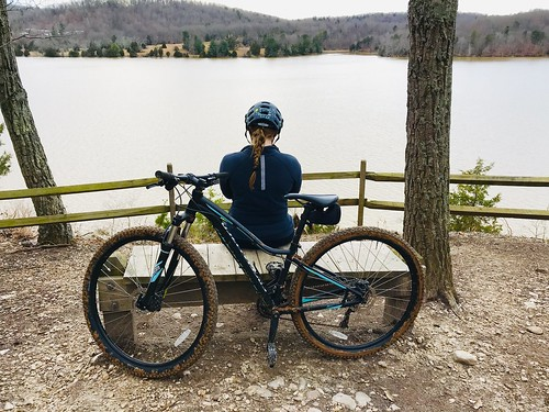 2019fdh ride bike cycle rest bench helmet girl lady view lake mountainbike