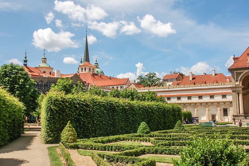 華倫斯坦宮花園望聖多馬教堂(kostel sv. Tomase)