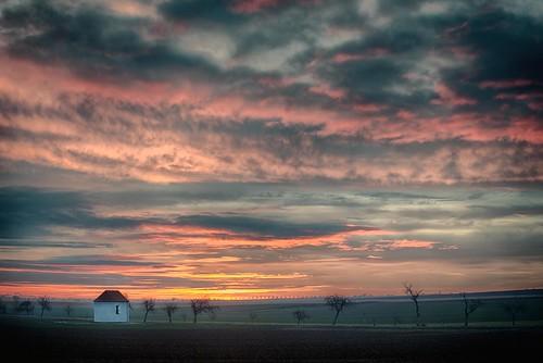 sunrise bavaria bayern upperpalatinate oberpfalz zumgegeiseltenheiland chapel church clouds gäuboden