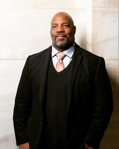 We're pleased to announce that Jelani Cobb, Columbia professor and New Yorker staff writer, will teach at SUNY New Paltz as 2019 Ottaway Visiting Professor. Cobb, who also has been contributing to @newyorkermag since 2012, writes frequently about race, po
