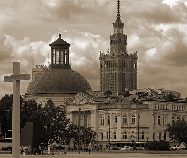 Compaction: papal cross, Smolensk stairs, National Art Gallery, Holy Trinity Church and Palace of Culture - in one shot.