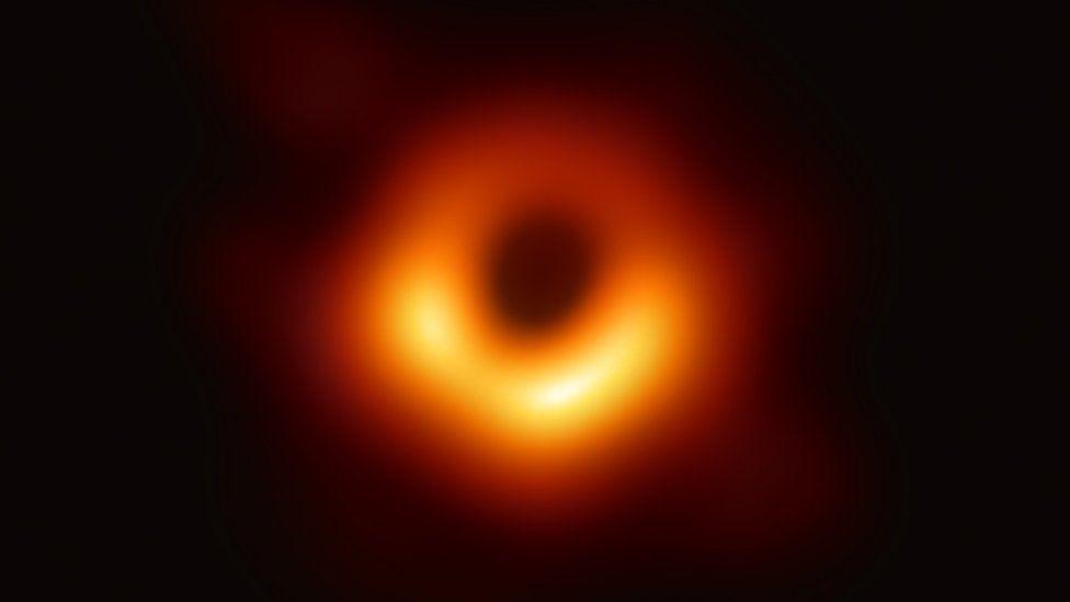 première-image-trou-noir