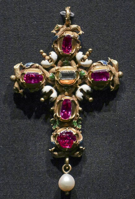 Pendant cross, probably England, 1610-20