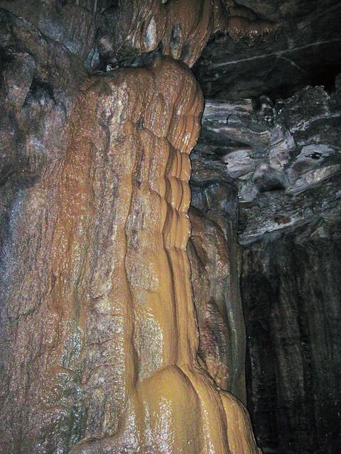Flowstone (Butterscotch Falls, Mammoth Dome, Mammoth Cave, Kentucky, USA) 2