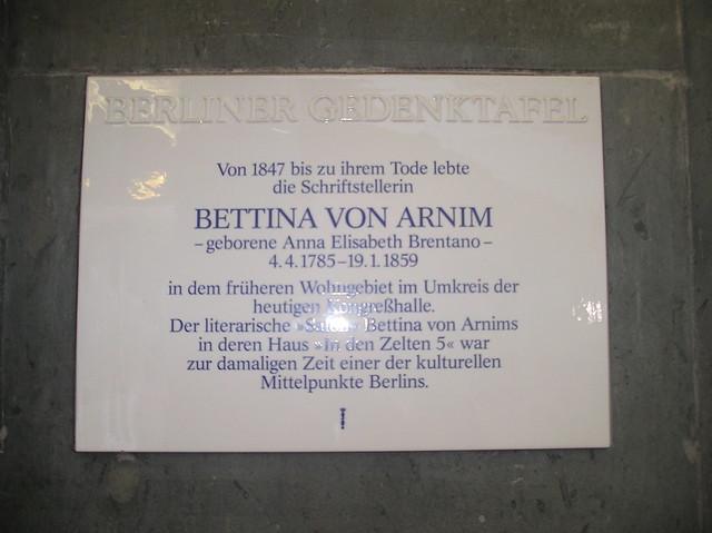 1990 Berlin Berliner Gedenktafel Bettina von Arnim (1785-1859) an Kongreßhalle John-Foster-Dulles-Allee 10 in 10557 Tiergarten