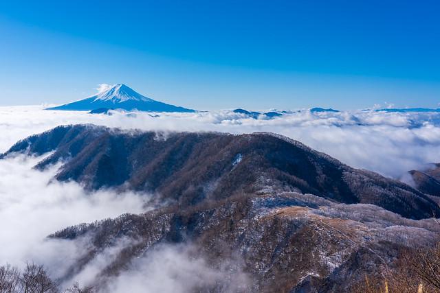 大蔵高丸・ハマイバ丸そして雲海より高々と富士山