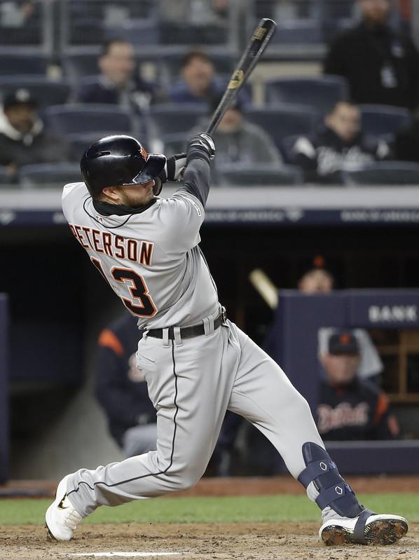Dustin Peterson敲出致勝二壘安打。(達志影像)