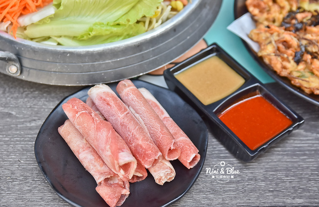 47433383152 aa599102a4 b - 熱血採訪│台中韓式料理商業午餐平日限定,石鍋拌飯、沙里麵、冬粉煲任你挑選