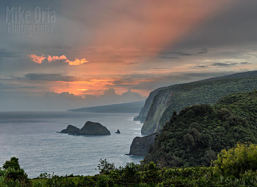 hawaii hawaiianislands pololu valley green sunrise sunset pano panorama pentax mikeoria k3ii outdoor travel trees tropical clouds r