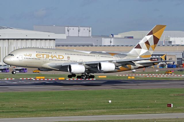Etihad Airbus A380-861 A6-APC LHR 11-11-18