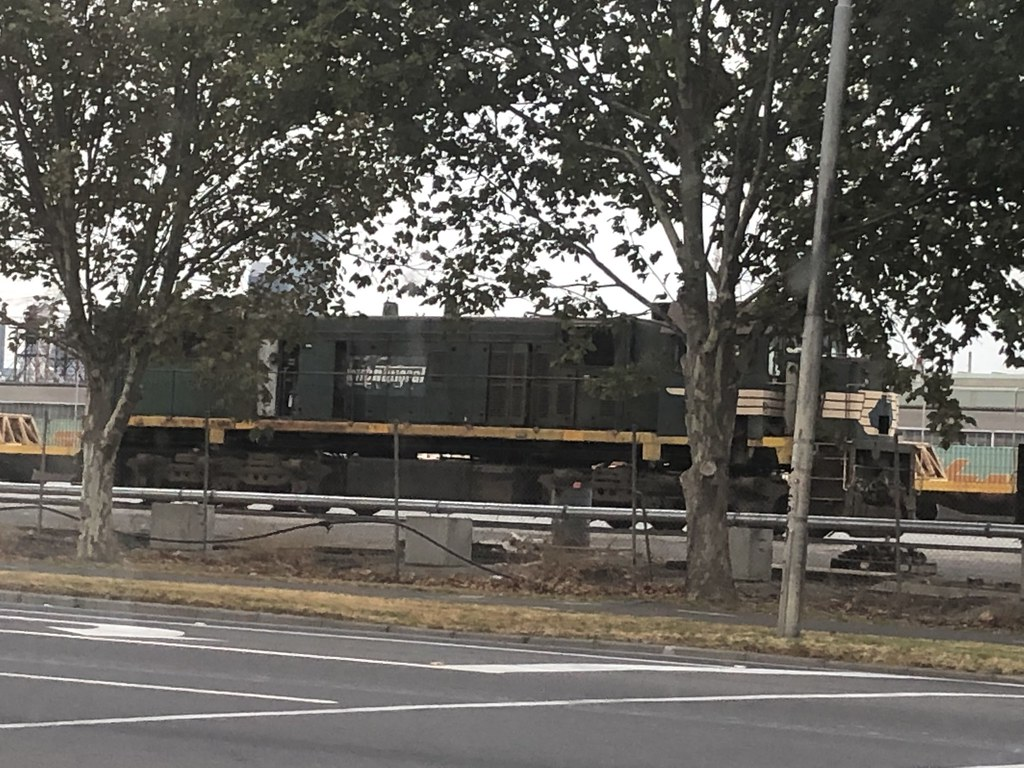 X42 in the steel sidings at Melbourne 22-3-2019 by Loco G512