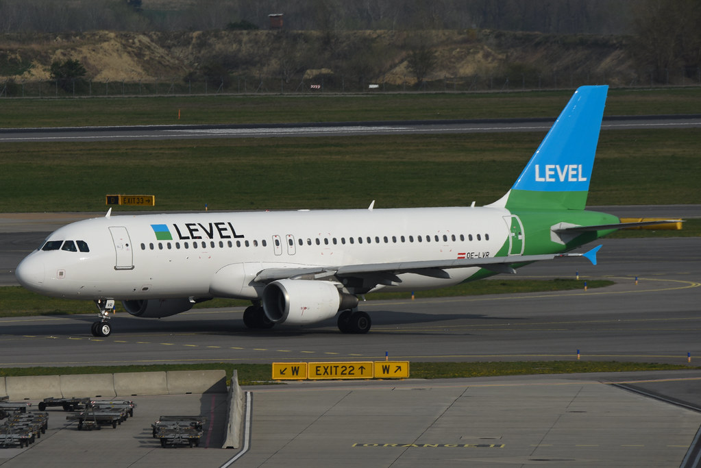 OE-LVR A320 Level