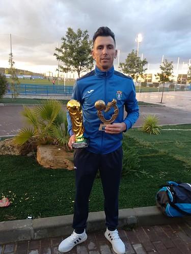 AionSur 47510578472_756d8fb4e3_d Los veteranos del Arahal, campeones de Liga siete años después Deportes Fútbol