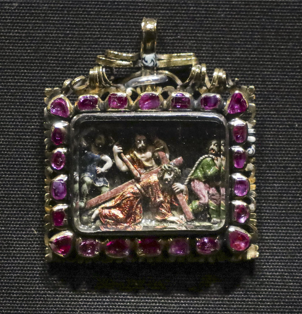 Pendant with Christ bearing the cross, France, about 1660