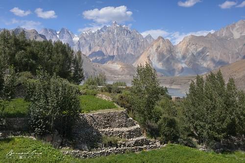 Terrasses du village d'Hussaini © Bernard Grua | by Photos de voyages, d'expéditions et de reportages