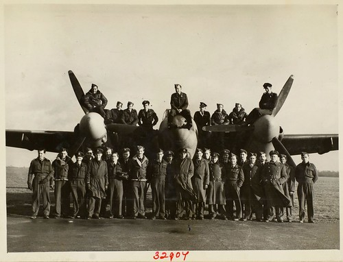 Mosquito and crew of the 487 (NZ) Squadron, February 1944 | by Archives New Zealand