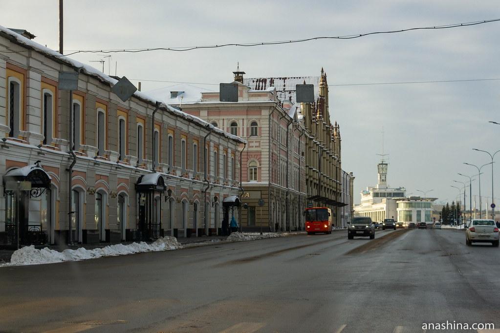 Нижне-Волжская набережная и здание Речного вокзала, Нижний Новгород