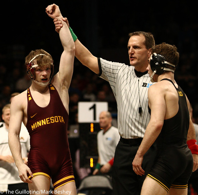 3rd Place Match - Ethan Lizak (Minnesota) 28-5 won by decision over Austin DeSanto (Iowa) 18-4 (Dec 6-2) - 190310dmk0065