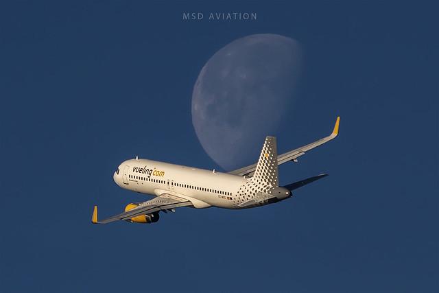 Airbus A320-232 EC-MXG Vueling