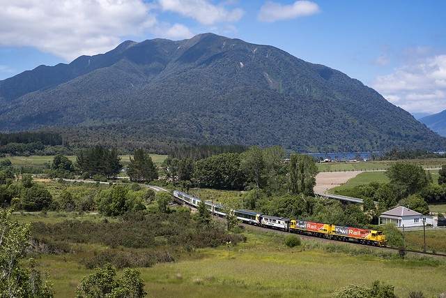 KiwiRail 5258 & 5356 | train 803 | Te Kinga (NZ) | 04-12-2017