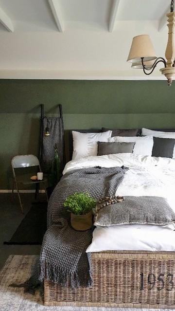 Decoratieladder slaapkamer groene muur