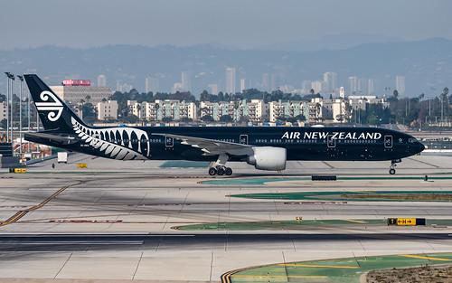 777300 airnewzealand boeing777319er klax lax losangeles november2018 sonderlackierung zkokq aircraft airplane aviation paintedinall blacksspecialcoloursjan2012jun2016 planespotter planespotting