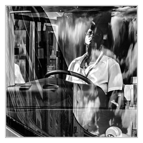 sdcfoto street streetphotography bw blackandwhite pentax pentaxart k1 bus driver view viewing people man contrast london