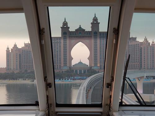 Palm Jumeirah - Atlantis hotel vanuit monorail