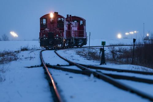 ontariosouthlandrailway emdsw1200 twilight night cami ingersoll ontario canada osr canadianpacific railroad train transportation lowangle softfocus bokeh