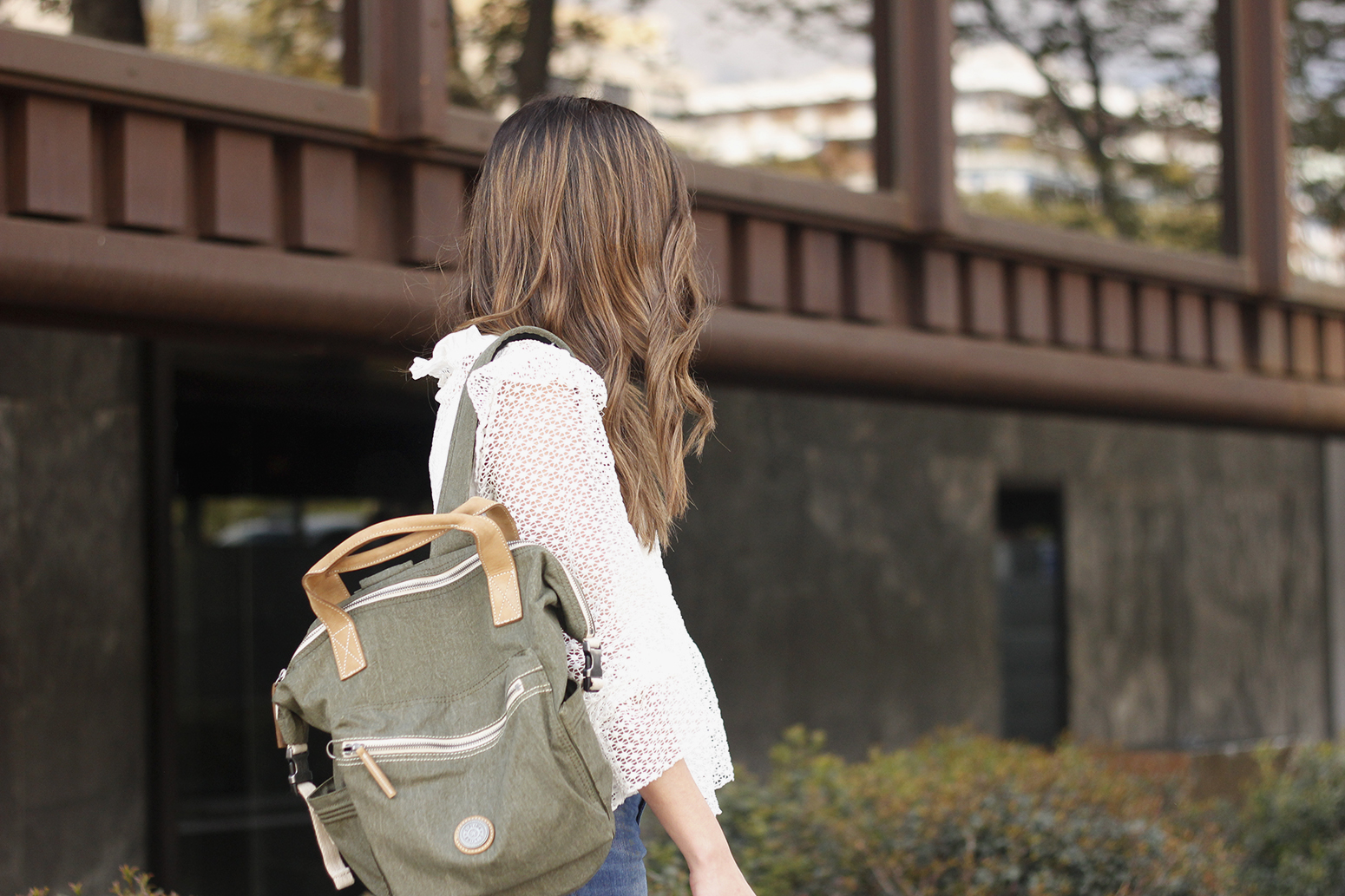 kipling backpack transformation collection khaki white lace blouse casual street style casual outfit 201914