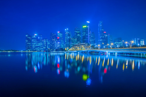 singapore reflections asia luxury buildings architecture mariobekes mariobekesphotography sunrise neonlights canon canonphotography