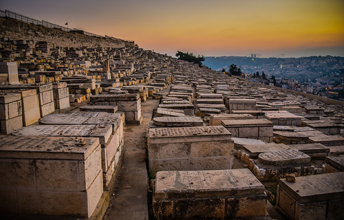il middle east middleeast mount olives mountofolives jewish cemetery sunset jerusalem israel night dusk evening israeli יְרוּשָׁלַיִם القُدس jérusalem 耶路撒冷 иерусалим cemeterygraveyardtombstonetombstonesmountolivetהַרהַזֵּיתִיםהַרהַזֵּיתִיםجبلالزيتون الطور har hazeitim